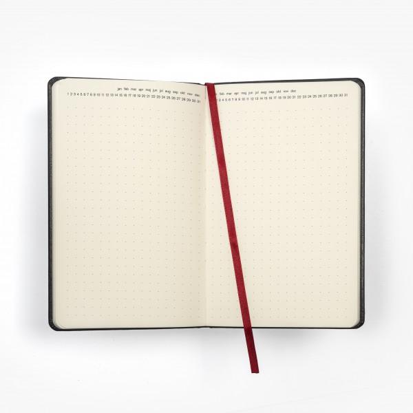 TRÄD skrivbok - grå/guld djuppräglad - uppslag med punktade sidor och månad dag överst på sidan - skrivi.se